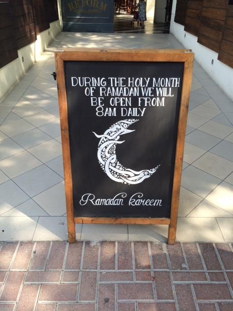 Restauranten er åben fra kl. 8 om morgenen under Ramadanen