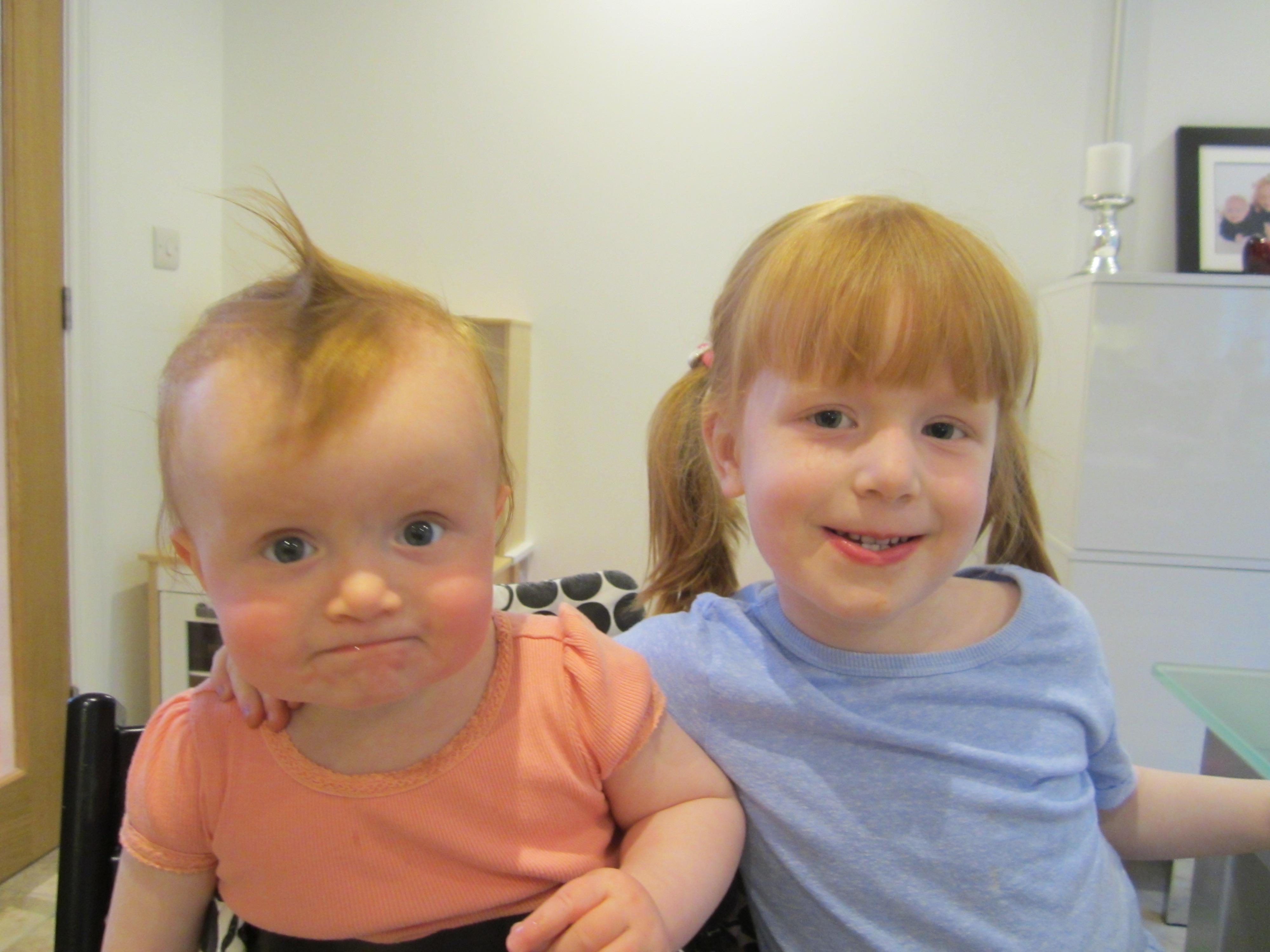 To skøre og glade piger