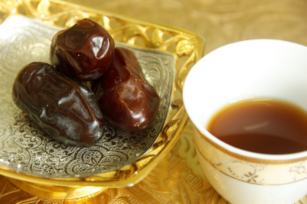 ARABIC-COFFEE-with-dates